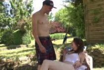 28957 210x142 - Le jardinier baise la fille de son boss