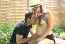 29177 210x142 - Sophie baise dans le jardin au lieu d'étudier