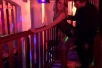 29681 210x142 - Blondasse en rut pinée dans un club