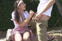 Une jeune étudiante sodomisée en levrette