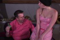 Barmaid salope baisée par des lascars