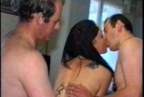 39758 210x142 - Deux hommes matures se tapent une étudiante française