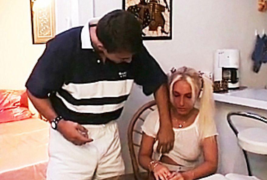 129 1 - Belle petite aime le sexe