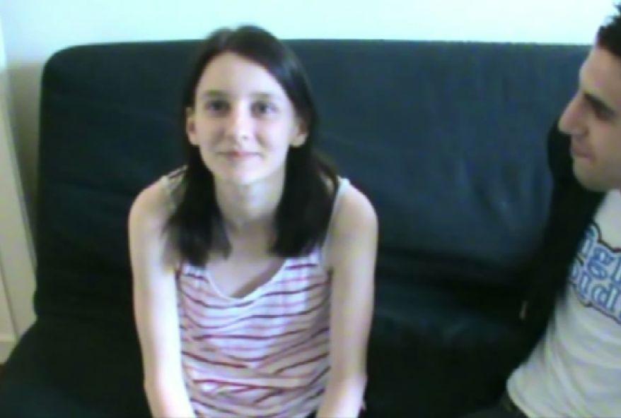 1478 1 - Une jeune étudiante brune baisée par le cul