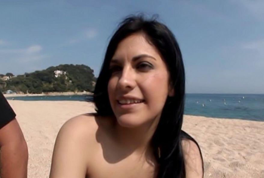 2165 1 - Dépucelage anal pour Agata, une charmante Française de 26 ans