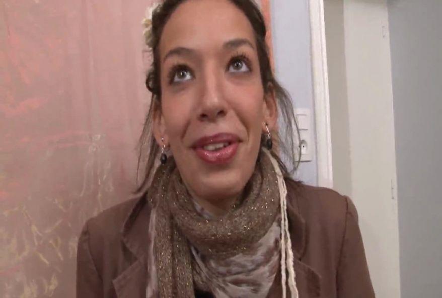 2348 1 - Loredana, 18 ans, serveuse sexy #coquine à Paris