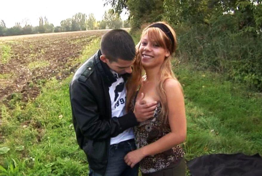2397 1 - Une étudiante baisée dans un champ au bord de la route à Compiègne