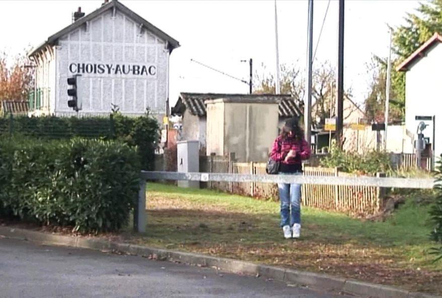 2413 1 - Jeune étudiante baisée en pleine campagne dans son village à Choisy-au-Bac