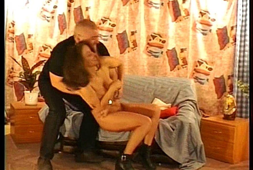 249 1 - Vidéo bondage d'une jeune cochonne