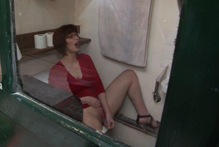 2757 1 - Lola baisée dans le chiottes en vidéo porno