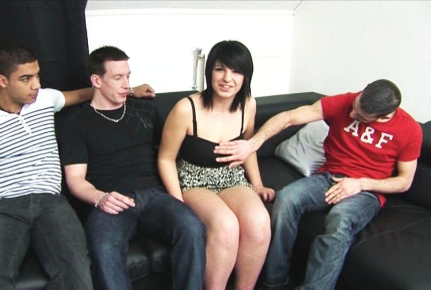 2776 1 - Carla de Montpellier offre son cul pour 1er gang-bang