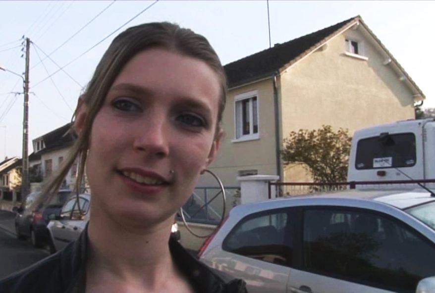2797 1 - Jeune amatrice #coquine de Bretagne partouzée à son domicile