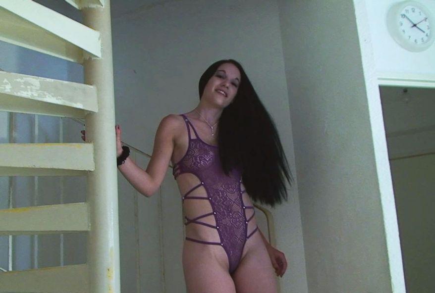 2981 1 - Mégane, Belle agricultrice brune baisée par un pervers
