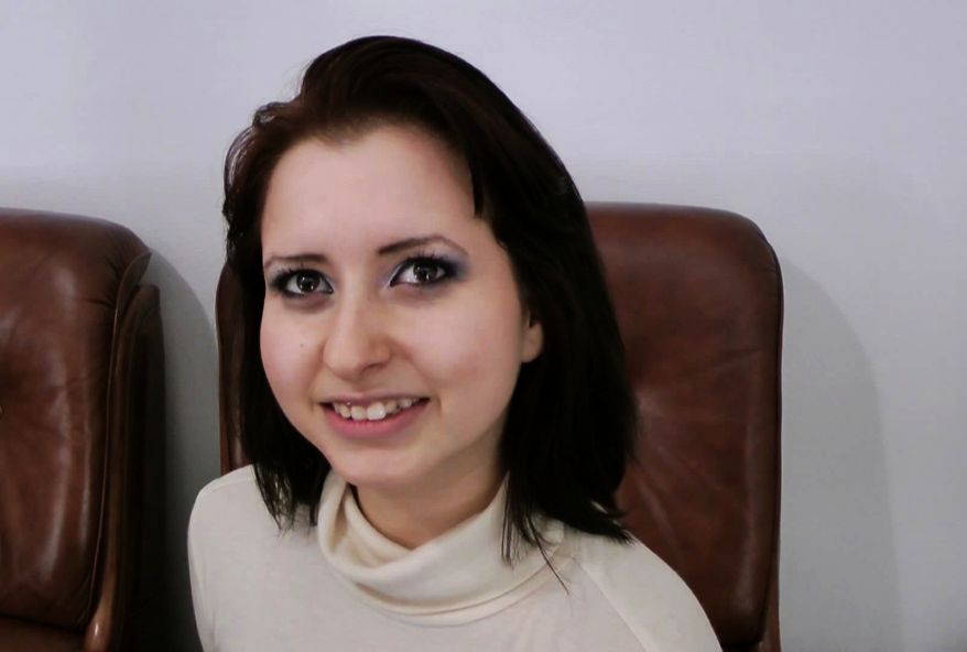 3129 1 - Tina, femme brune à grosses mamelles