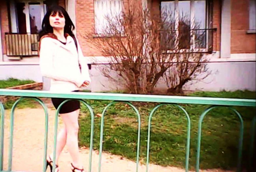 3224 1 - Amandine de Dijon pratique la baise à trois