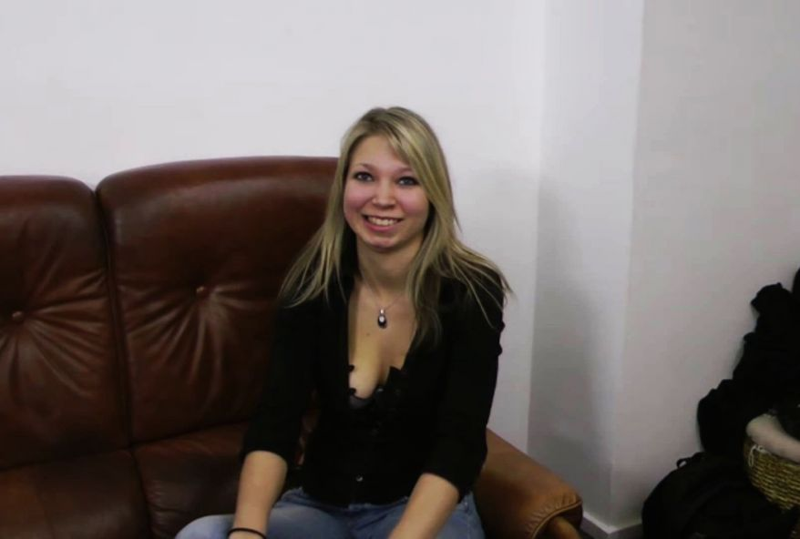 3248 1 - Tifaine, jeune blonde Française de 19 ans pratique le sexe hard