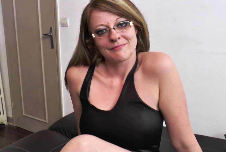 3306 1 - Femme secrétaire sexy et coquine partouze avec les patrons