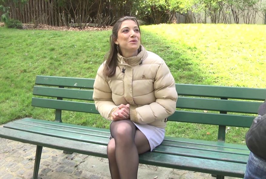 3470 1 - Coralie, jeune fille de Paris baisée dans un parking