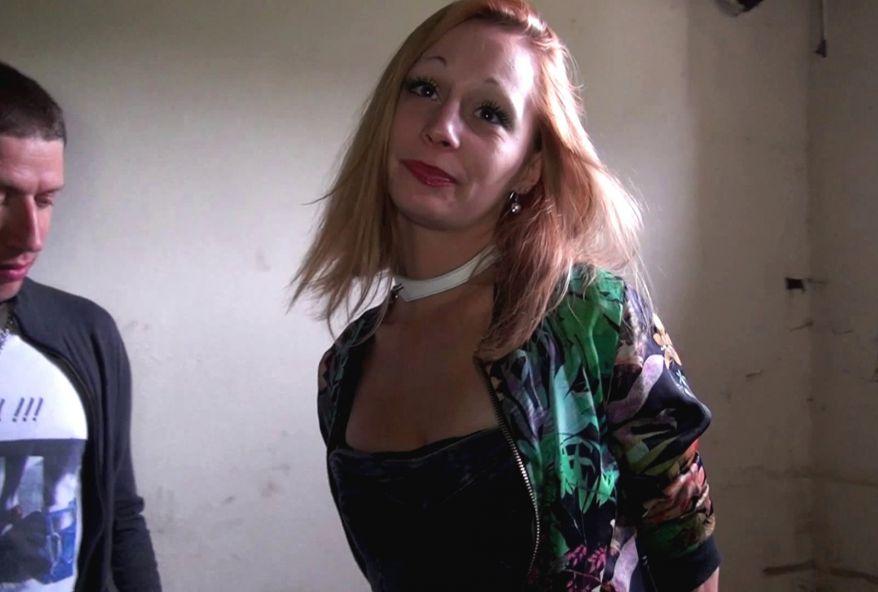 3565 1 - Une étudiante #sexy baisée dans une cave