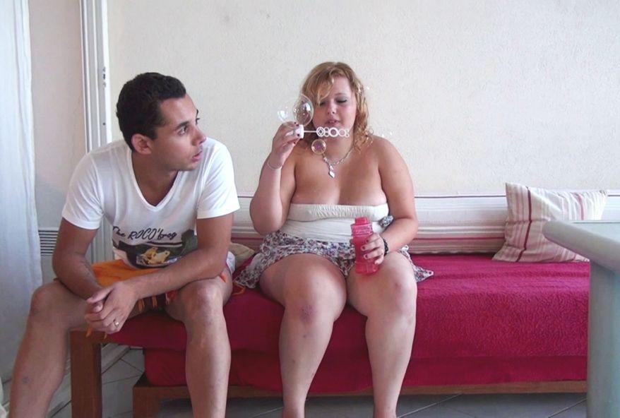 3631 1 - Une amatrice #sexe de 19 ans s'exhibe et baise au Cap D'Agde