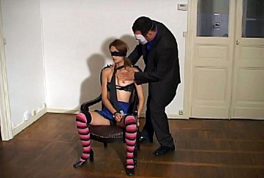373 1 - Bourgeoise baisée par mecs de l'agence immobilière