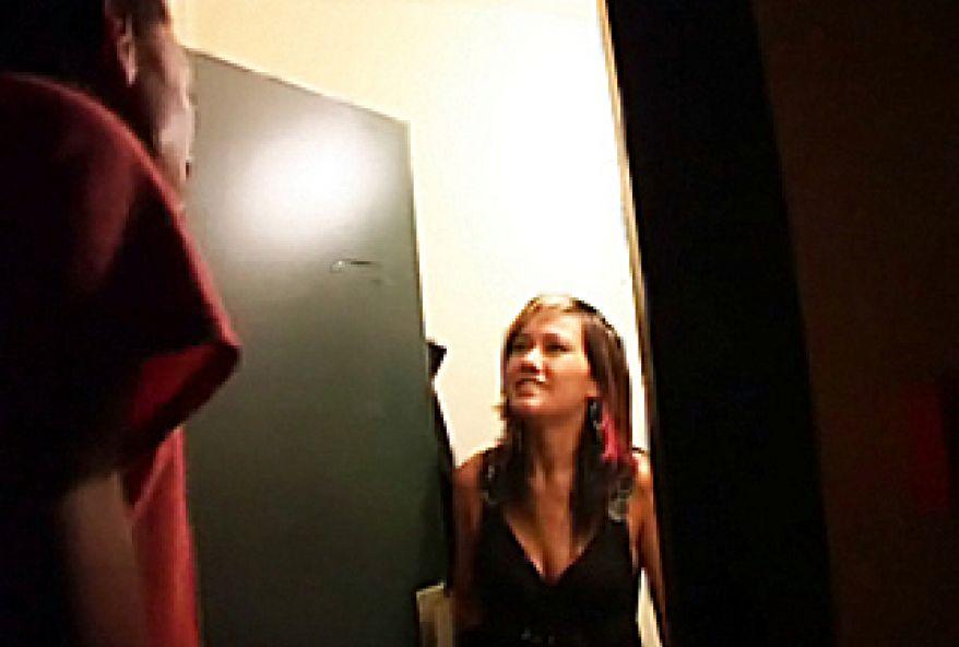 379 1 - Libertine Parisienne baisée devant la caméra