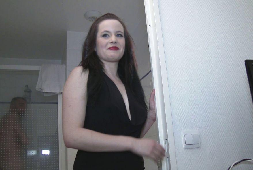 3935 1 - Partie de cul improvisée à l'hôtel avec une strip-teaseuse