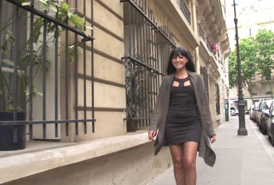 4012 1 - Etudiante #sexy goûte à la bite Parisienne