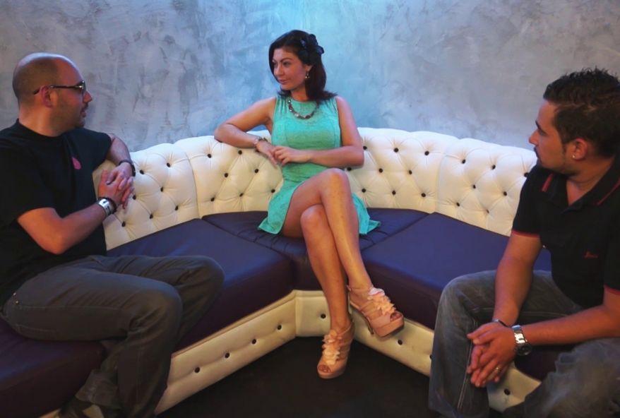 4075 1 - Julia Gomez baisée dans un club à Paris