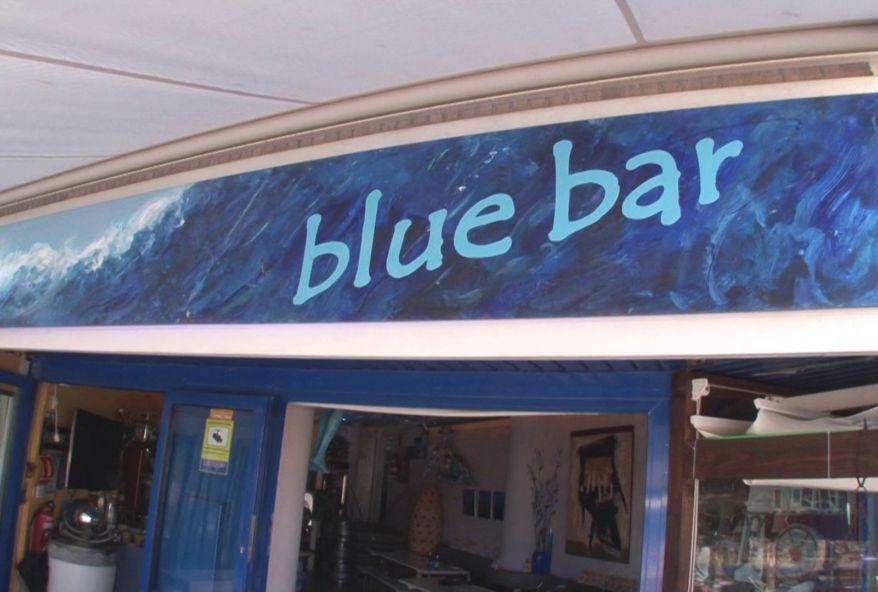 4232 1 - Serveuses coquines du Blue Bar