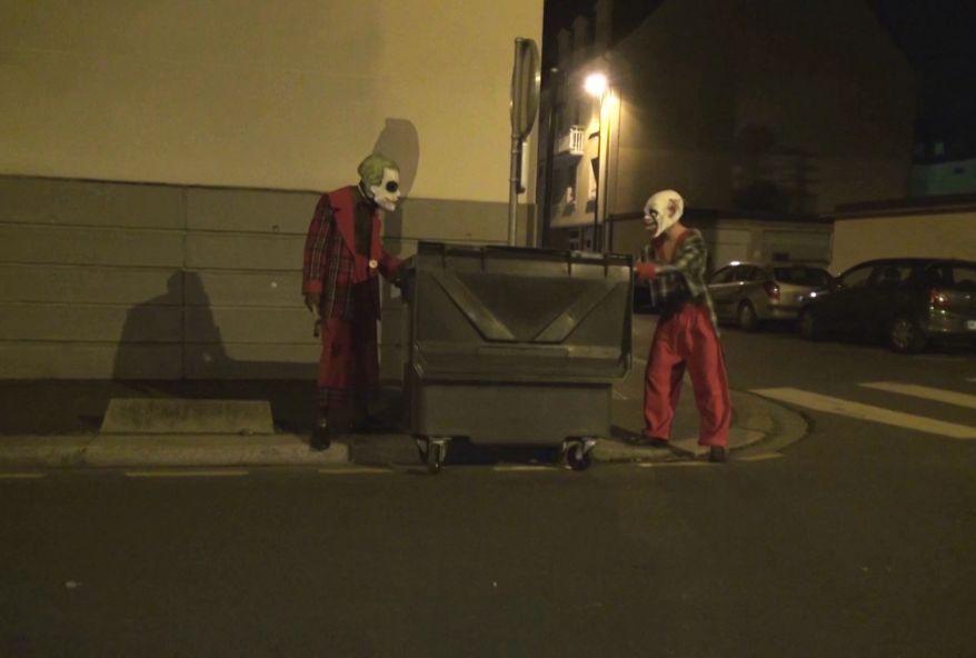 4280 1 - Une étudiante coquine baise avec des clowns