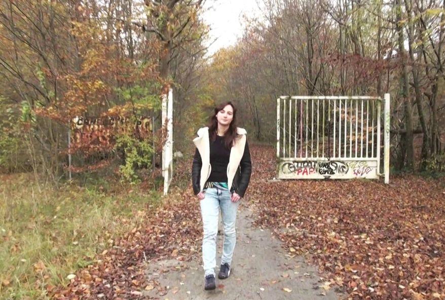 4321 1 - Belle étudiante salope baisée dans un bois à Paris