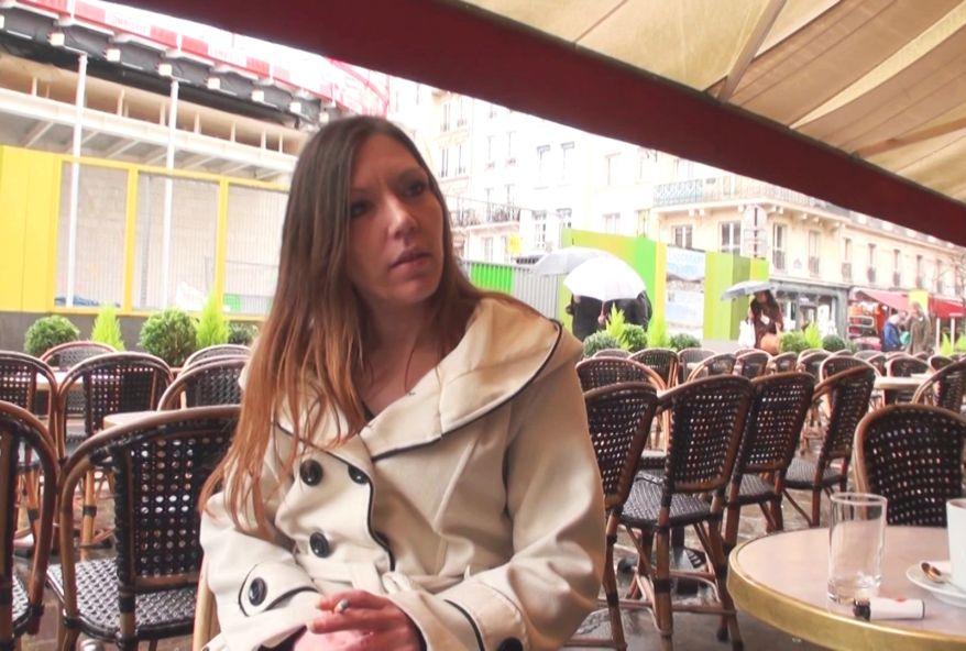 4408 1 - Une secrétaire sexy de Paris baise avec son copain