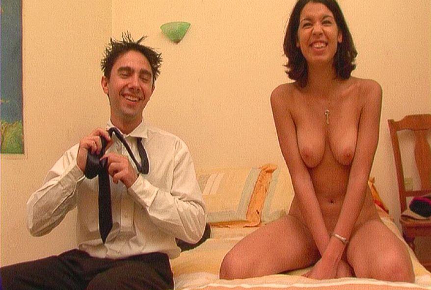 449 1 - Jeune brune nymphomane baise avec Laurent