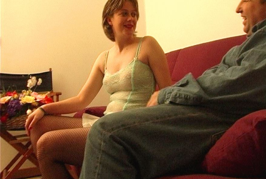 503 1 - Casting sexe avec une femme aux nichons laiteux