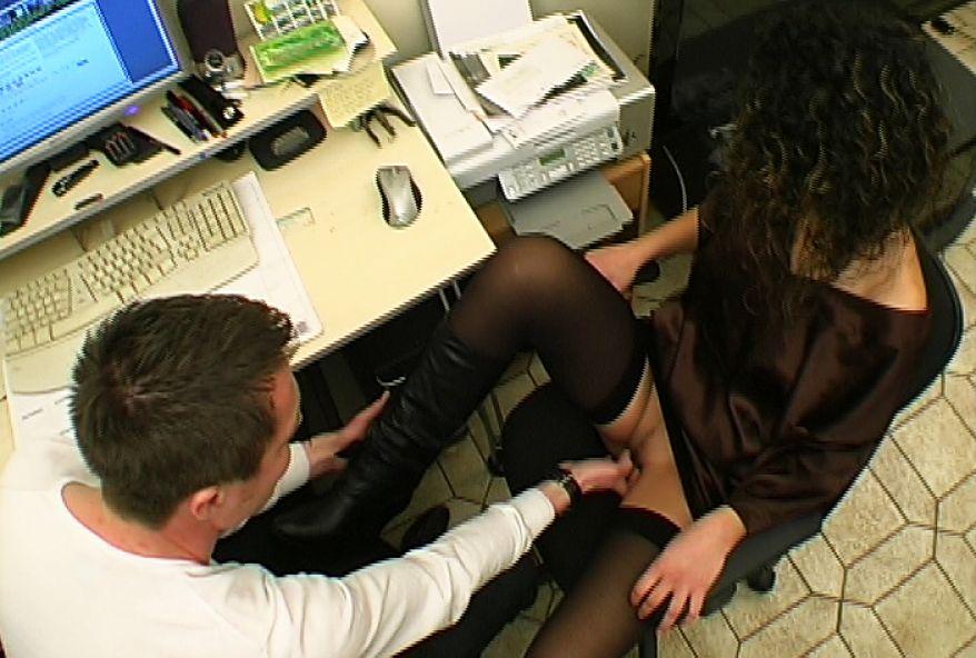 511 1 - Baise brutale au boulot sur une jeunette
