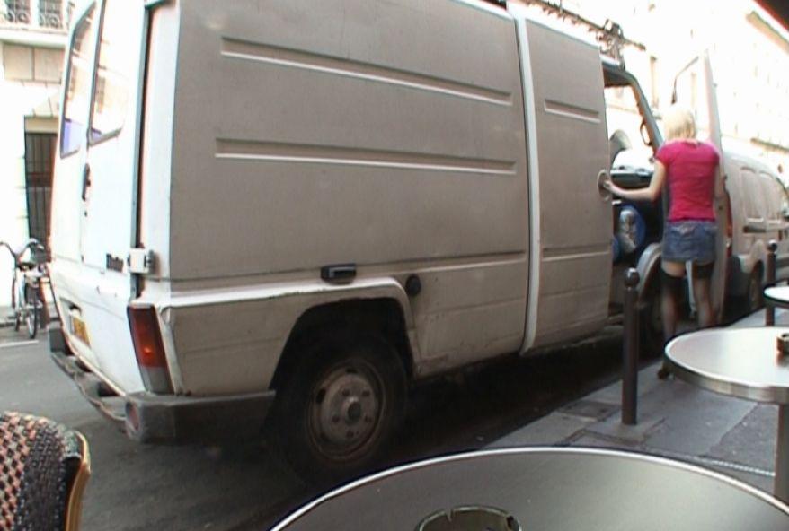 555 1 - Une incroyable jeunette blonde baisée dans un camion