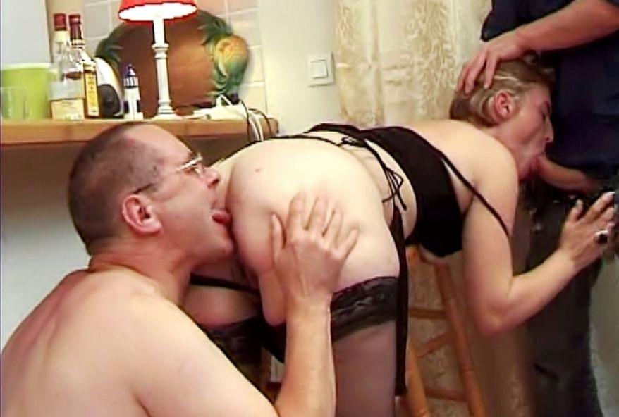695 1 - Débutante initiée à la baise hard