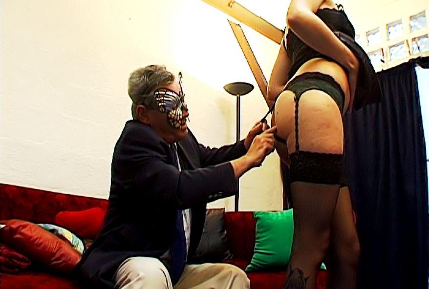 698 1 - Papy baise une jeune Toulousaine