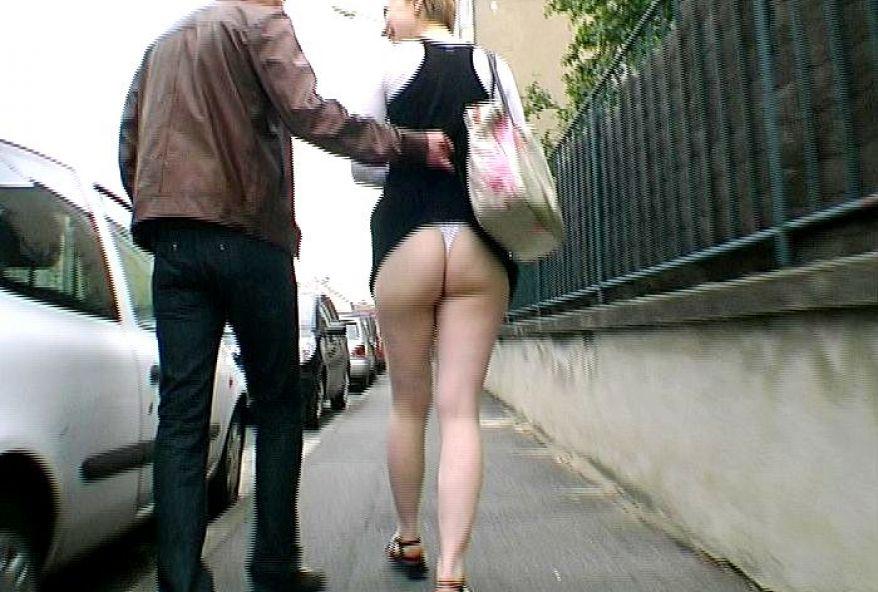 738 1 - Débutante coquine filme sa copine qui a une bite dans le cul
