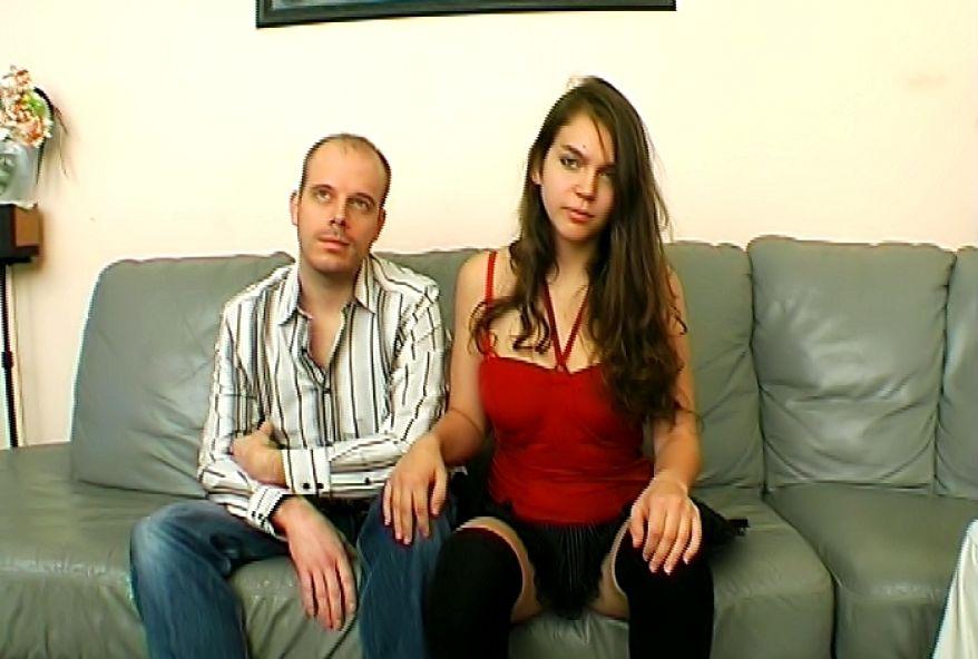 844 1 - Fille 18 ans offre son cul pour partouze