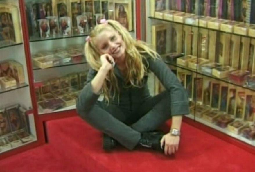 970 1 - Exhibition amateur dans un sexshop