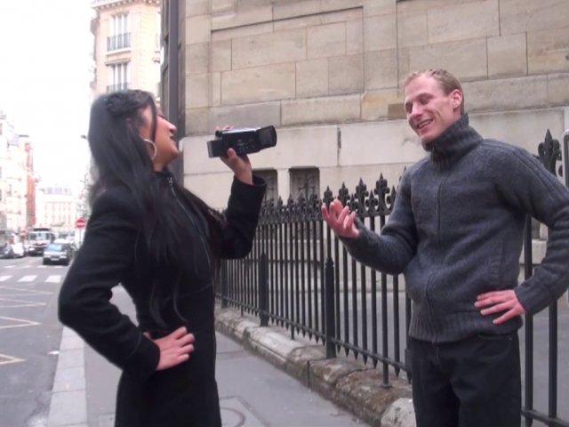 1005 1 - Hellsya choppe un mec dans la rue pour une baise