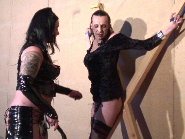 1007 1 - Dominatrice fait une séance humiliation à son esclave