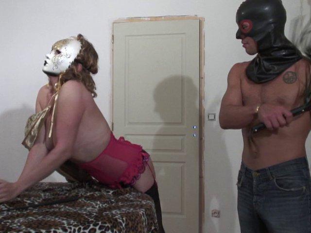 1029 1 - Une sodomie bien profonde et un fist à la faire hurler