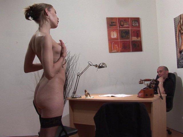 1044 1 - Elle a droit un rasage de sa petite chatte pendant pénétration.