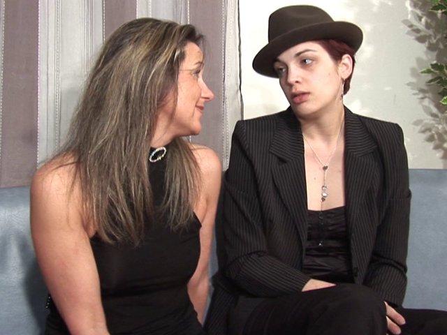 1050 1 - Scène de ménage entre lesbiennes