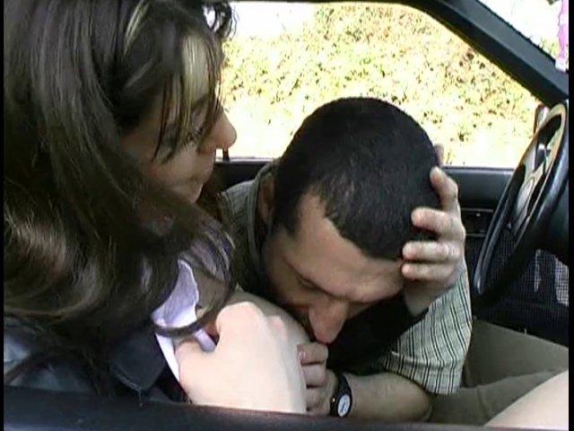 108 1 - Une écolière ultra sexy baisée dans une caravane