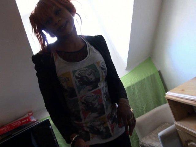 1085 1 - Naomie, petite black victime de notre casting sauvage dans la rue