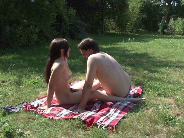 1097 1 - Daphnée en pleine séance de baise en plein air